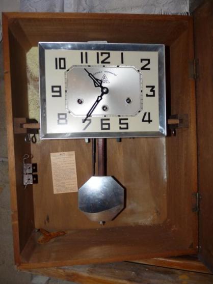 Petite Annonce : Carillon westminster - Escription : NCIEN CARILLON WESTMINSTER  8 TIGES ET 3 TROUS  BON