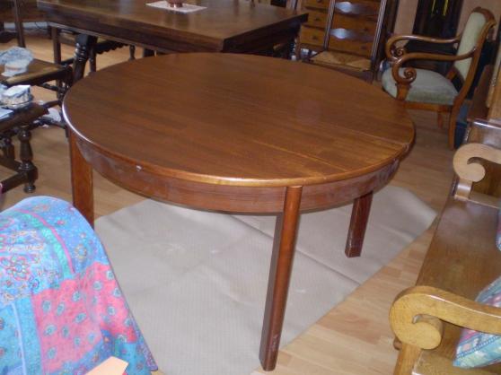 Propose table ronde en chêne massif