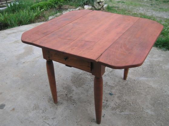 vends table rustique d'appoint