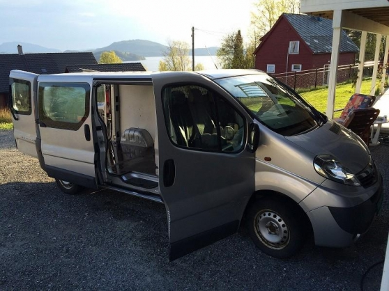 belle opel vivaro 2 0 l 114 ch 2008 a 3 grenoble auto opel grenoble reference aut ope bel. Black Bedroom Furniture Sets. Home Design Ideas