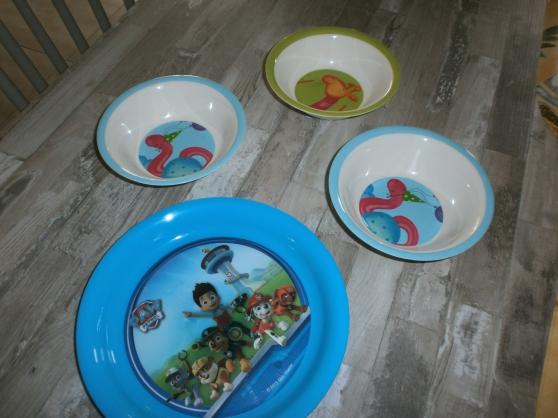 lot de vaisselles enfant en TTBE et peu