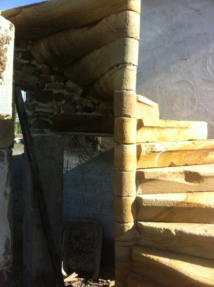 escalier colima on en pierre mat riaux de construction escaliers echelles rainville. Black Bedroom Furniture Sets. Home Design Ideas