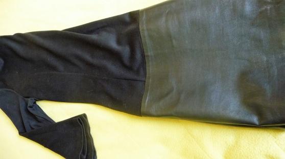 Petite Annonce : Robe femme kokai - ROBE NOIRE ---TAILLE 40-----MARQUE KOOKAI----LE BAS EST EN