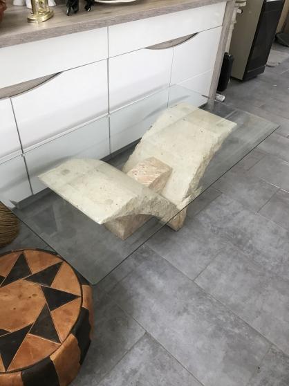 Petite Annonce : Table basse de salon - Vend table de salon imitation pierre de couleur saumon avec un