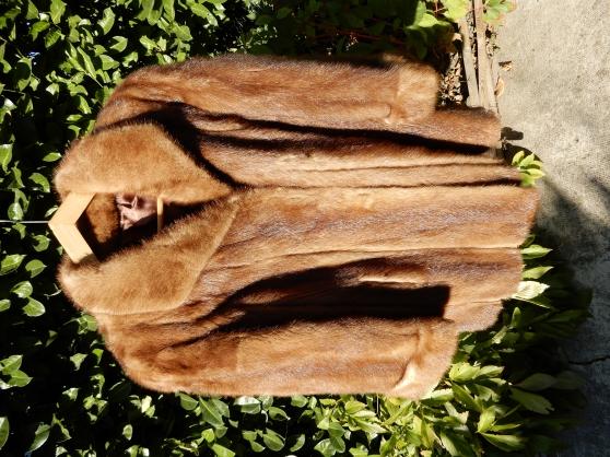 Annonce occasion, vente ou achat 'Veste fourrure mouton doré'