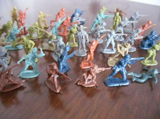 Soldats de guerre en plastique - Photo 2