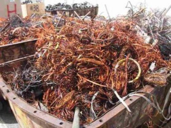 Disponible des câbles de cuivre dénudés
