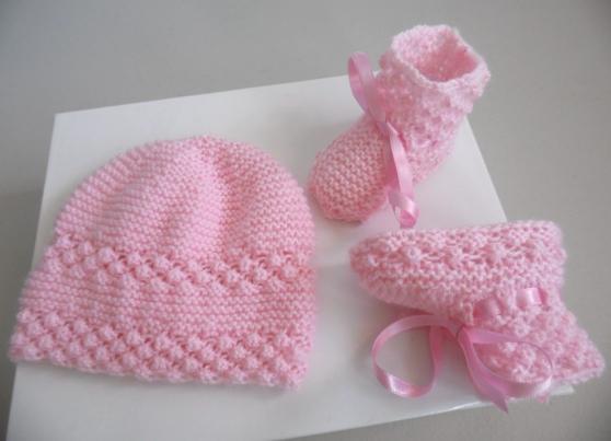 Bonnet chaussons ROSES tricot laine fait