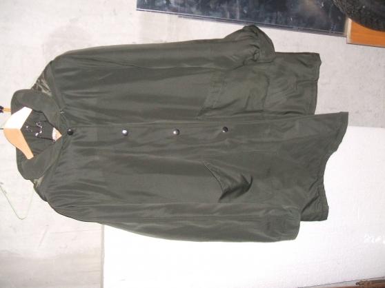 Petite Annonce : Manteau - Un manteau neuf valeur 135e avec une capuche na porte était porté