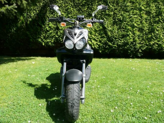 Annonce occasion, vente ou achat 'Scooter MBK STUNT Naked noir avec 2700km'