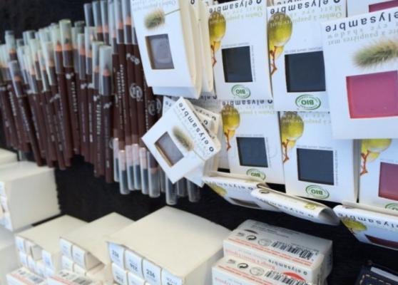 Annonce occasion, vente ou achat 'Lot de 1000 maquillages 100 % bio'