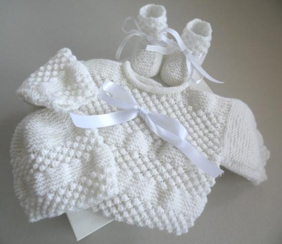 Annonce occasion, vente ou achat 'Trousseau Blanc bébé tricot fait main'