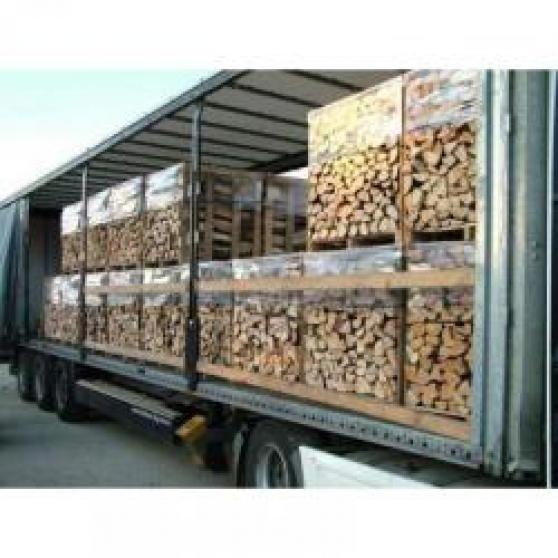 bois de chauffage sec prêt pour l'hiver