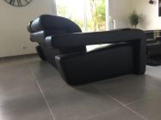 Petite Annonce : Vente de canape en cuire noir - Je vends mon canapé en cuire noir de qualité merci