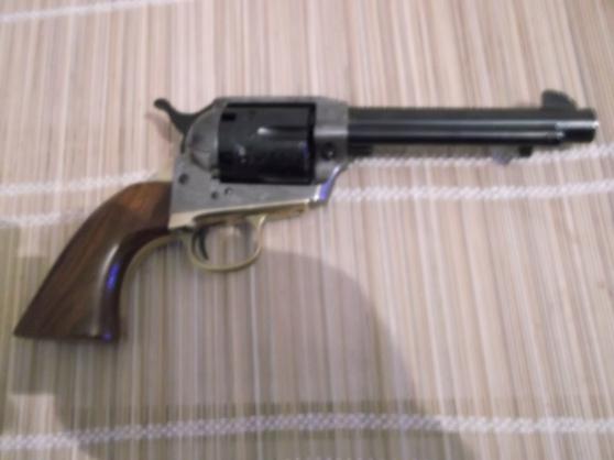 Petite Annonce : Western - Revolver 44 poudre noir style saa en bon etat avec de belle gravure