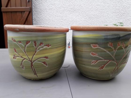 Annonce occasion, vente ou achat '2 pots a fleurs en terre décorés 23 x 27'