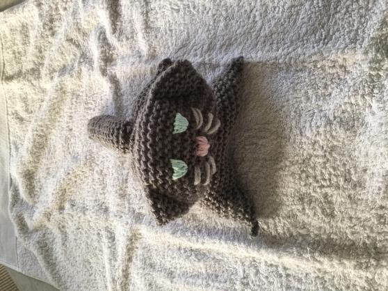 chat tricoté main gris foncé 20 cm