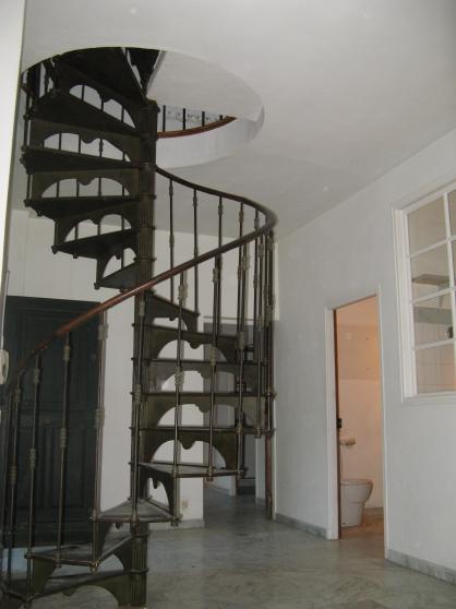 Magnifique escalier fonte en colimaçon