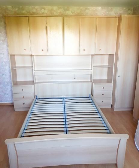 Chambre complète : lit, matelas, armoire