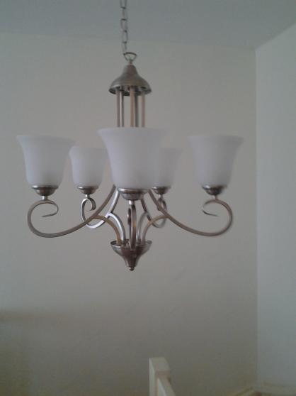 Annonce occasion, vente ou achat '200 pcs de nouveau lampes.'