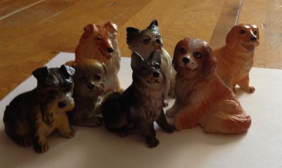 Petite Annonce : Collection de 8 figurines chien - Collection de 8 figurines chien en plastique Longueur moyenne 8