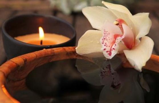 Petite Annonce : Massage relaxant à domicile pour homme - Masseur beur 34 ans souriant et à l\'écoute, vous propose un massage