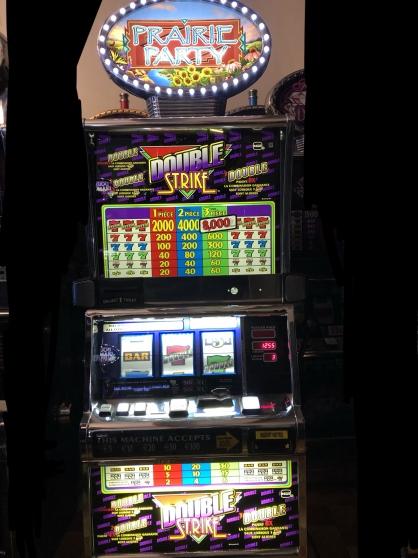 Petite Annonce : Machine à sous double strike - Jackpot de casino en parfait état. Monnayeur en euros. Me laisser un