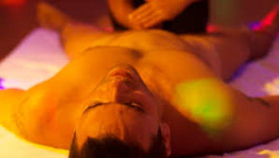 Massage du lingam par masseur
