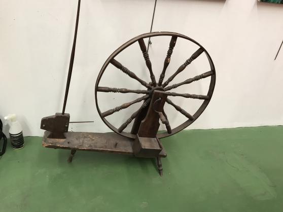 Vends rouet d 'epoque