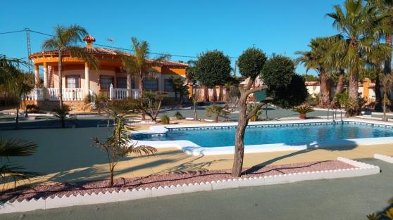 Petite Annonce : Villa  independante  avec piscine privée - Villa independante situé sur la Costablanca. Catral a 40 minutes de