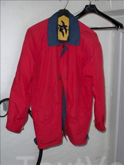 Petite Annonce : Blouson, taille 2 (encolure 40) - Blouson, taille 2 (encolure 40) 65 % polyester, 35 % coton, bon