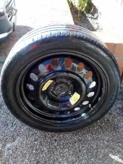 1 roue tôle de Peugeot 407
