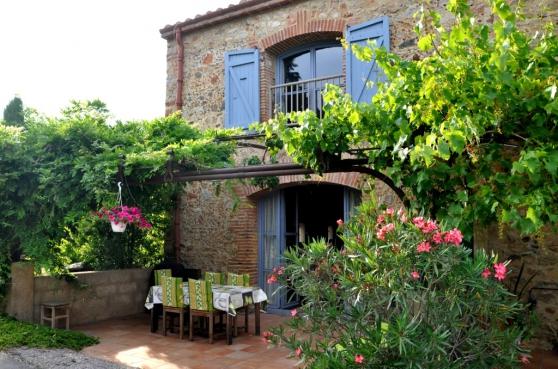 GITE 10 Pers.max près Perpignan +Piscine