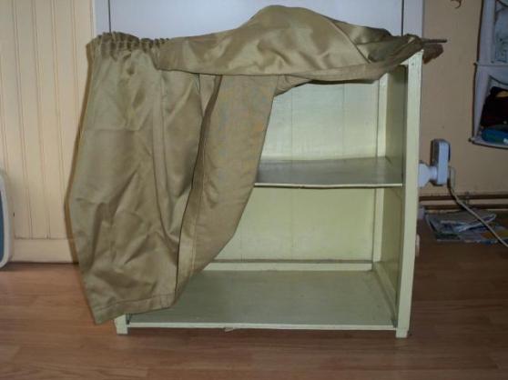 Petite Annonce : Meuble (sans pied) à chaussures ou autre - Meuble (sans pied) à chaussures ou autre, en bois, à deux niveaux, 1
