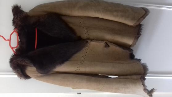 Manteau fourrure Armani taille 42