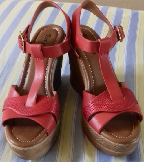 Une paire de chaussures pointure 37 été