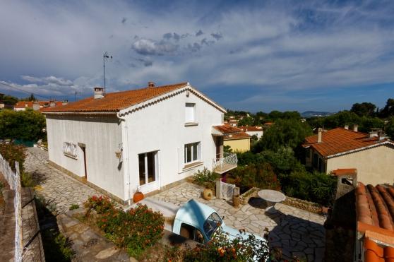 - Villa à OLLIOULES (T4 + T2) -