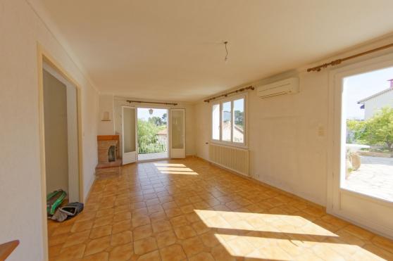 - Villa à OLLIOULES (T4 + T2) - - Photo 3