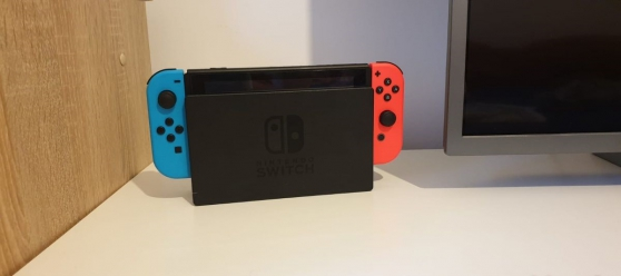 Nintendo Switch avec ses 2 manettes - Photo 3
