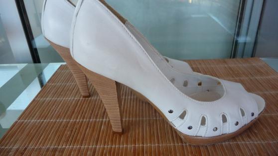 Petite Annonce : Chaussure femme été - CHAUSSURES FEMME BLANCHE D'ÉTÉ----TAILLE 40-----PORTÉE UNE SEULE