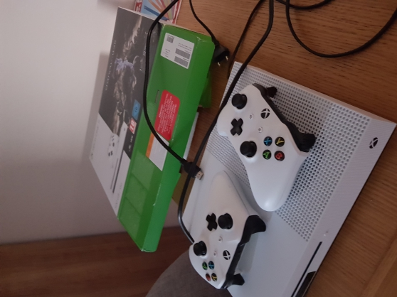 Xbox One S+2 manettes+L'OmbreDeLaGuerre