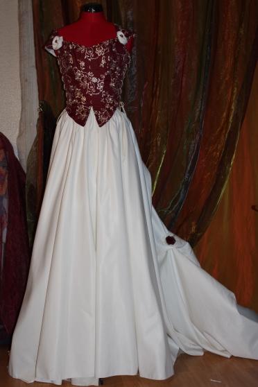 Robe De Mariée Bordeaux Et Ivoire à Sarcelles Marchefr