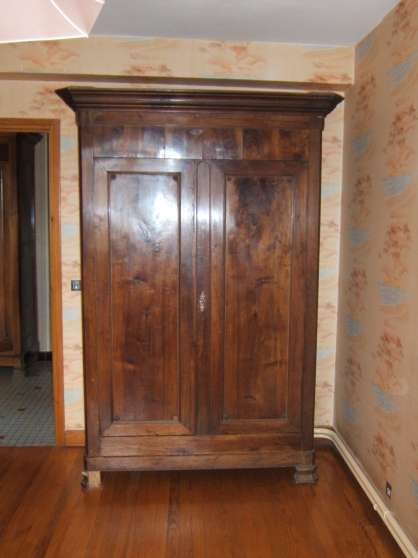 armoire ancienne en chataignier massif lacaune meubles d coration armoires murales t l. Black Bedroom Furniture Sets. Home Design Ideas
