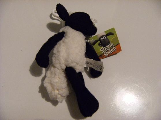 Petite Annonce : Peluche de la mascotte du film « shaun t - Peluche de la mascotte du film « Shaun the sheep »  Peluche neuf !