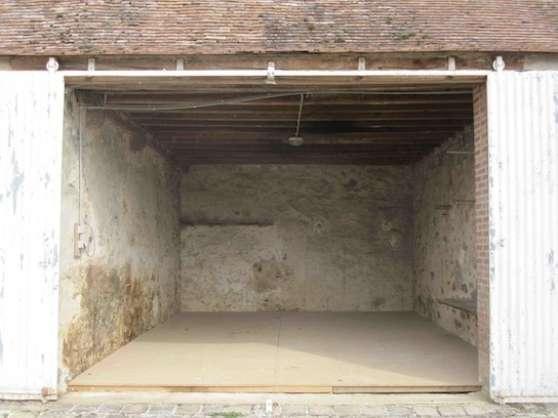 Loue granges / garde-meubles / ateliers
