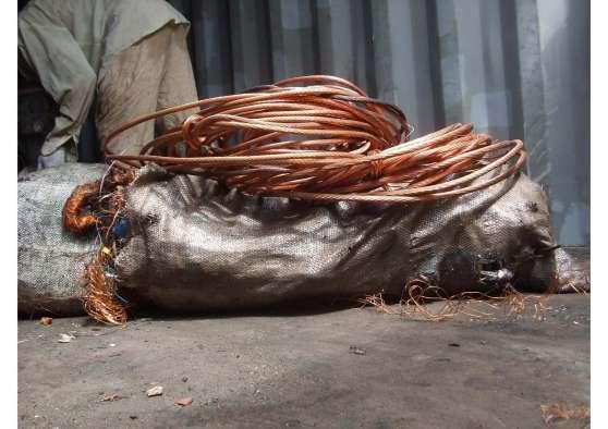 disponibles des câbles de cuivre denudés