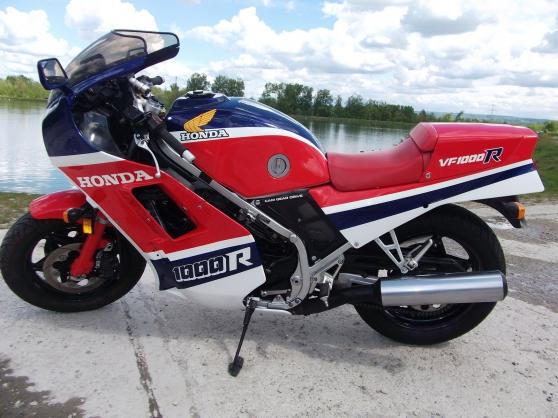Moto Honda VF 1000 R