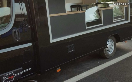 Camion snack burger friterie food truck