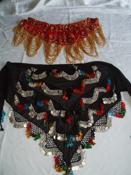 Annonce occasion, vente ou achat 'Ceintures rouge velours et noire de dans'