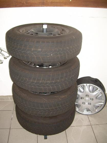 pneus neige avec jantes auto accessoires pneus grande synthe reference aut pne pne petite. Black Bedroom Furniture Sets. Home Design Ideas